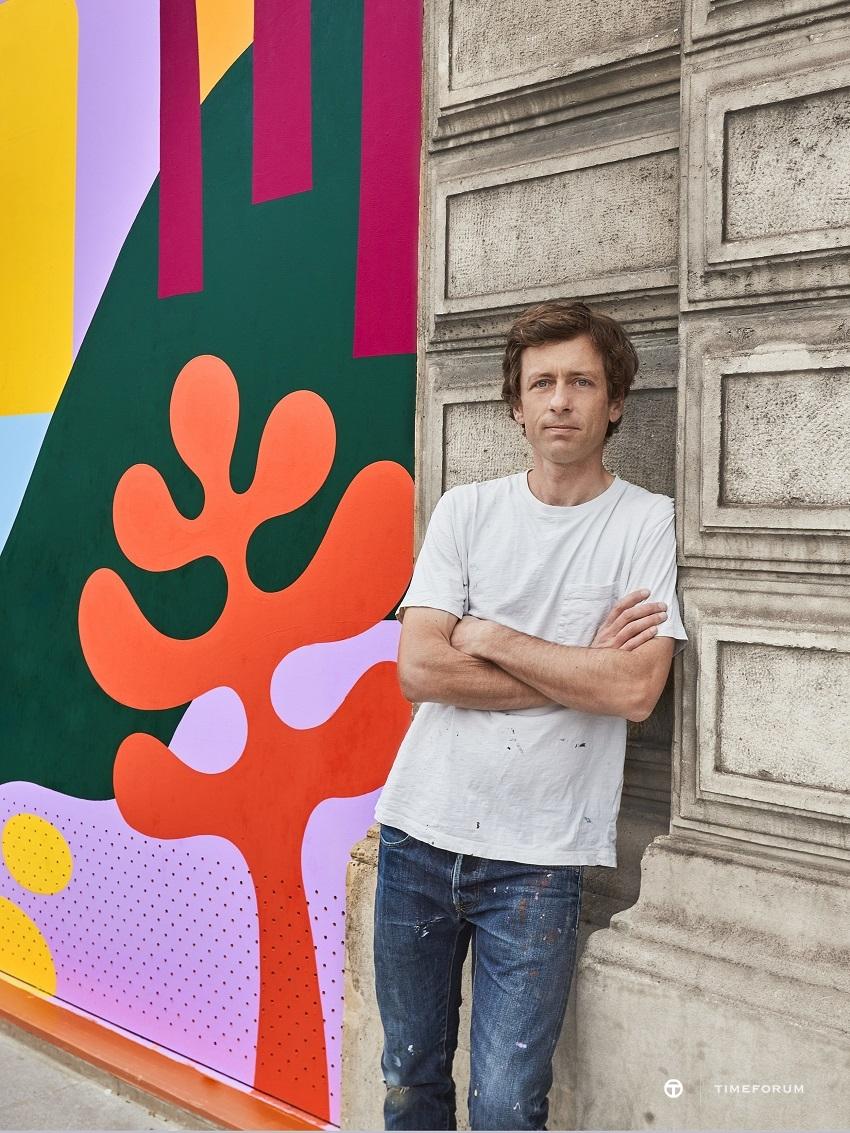 [사진자료] 루이 비통, 아티스트 럭키레프트핸드(Luckylefthand)와 함께 파리 본사 건물 외관 장식 공개 (2).jpg
