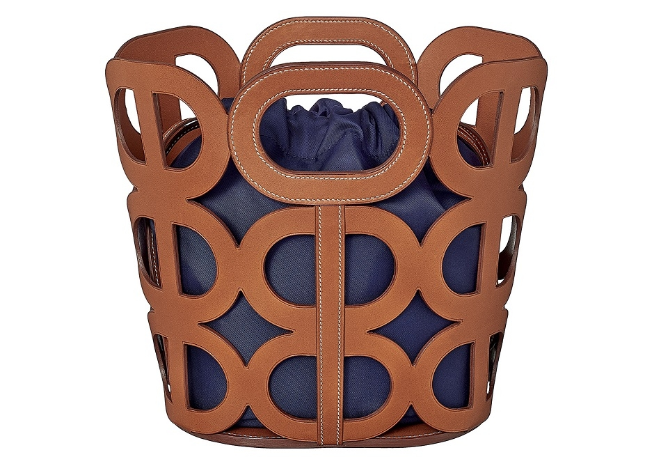 1. Chaine d ancre Bag in Barenia calfskin and pouch in silk.jpg