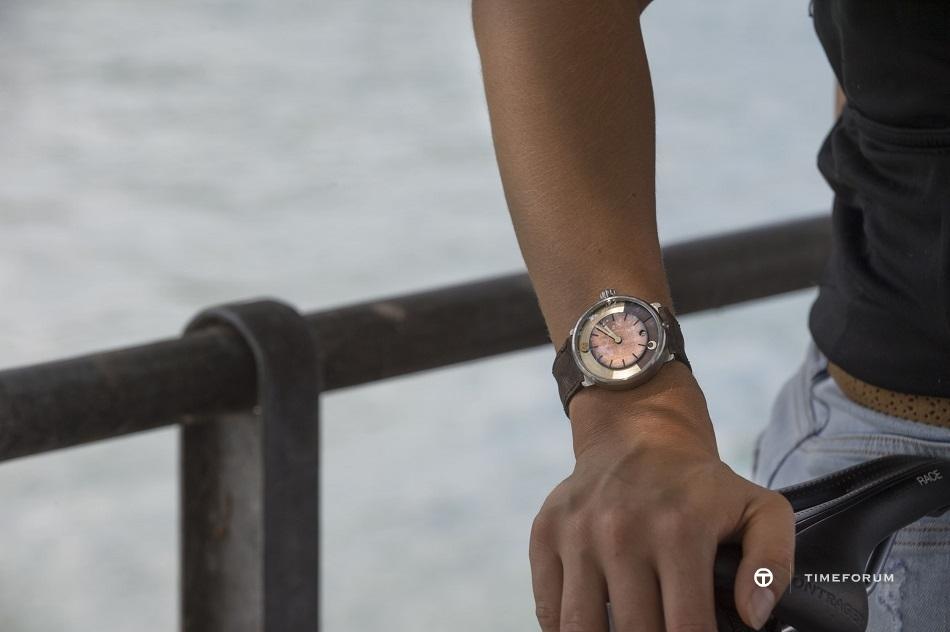 day-night-watch-sunburst-patina-wrist-shot-ochs-und-junior-BEA_8231-4500px.jpg
