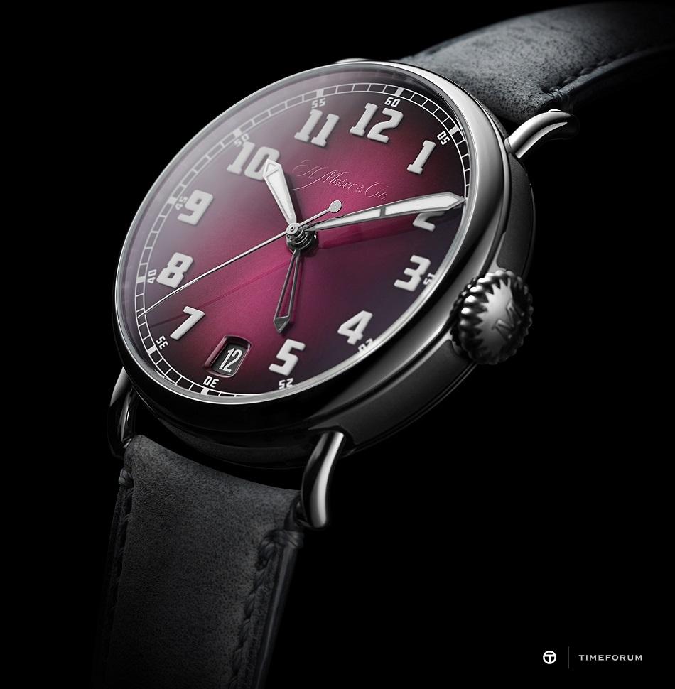 Heritage Dual Time_8809-1200_Detail_02_Black Background.jpg