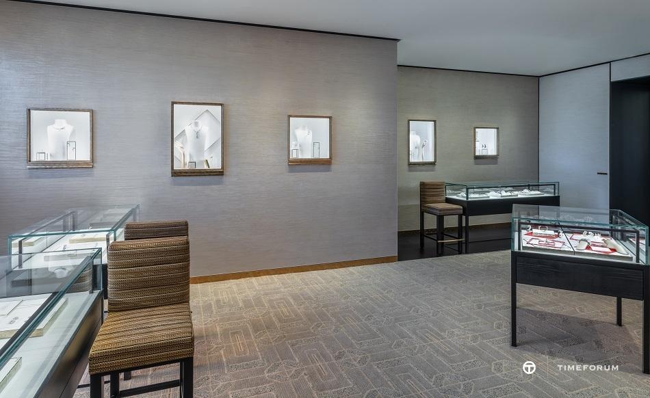 ccc-chanel-wfj-boutique-in-seoul-galleria-4.jpg