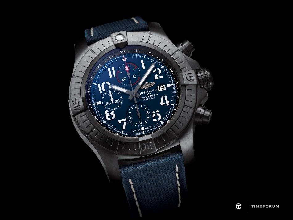 02_super-avenger-chronograph-48-night-mission-1.jpg