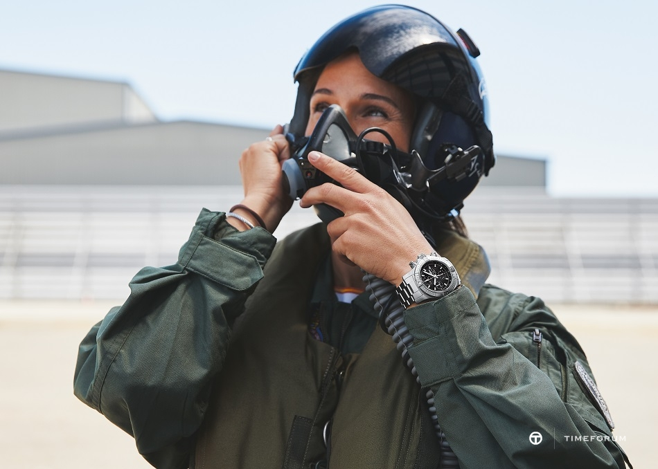 08_breitling-aviation-pioneers-squad-member-rocio-gonzalez-torres-wearing-the-avenger-chronograph-43.jpg