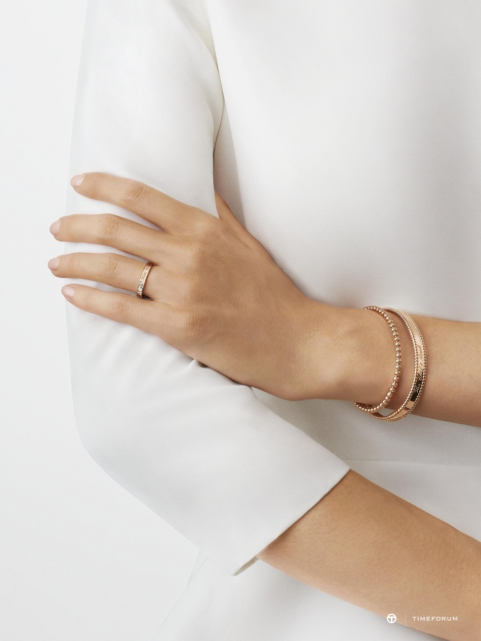 vcarp7rE00-bridal-wedding-band-toujours-signature-etoiles-ring-worn-alternative-rose-gold-diamond_2121508.jpg