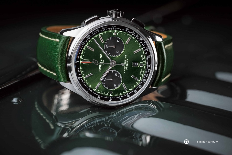 02_Premier_B01_Chronograph_42_Bentley_British_Racing_Green_with_a_British_racing_green_leather_strap.jpg