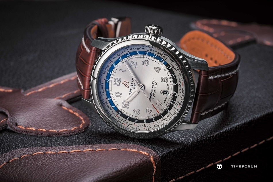 Navitimer_8_B35_Automatic_Unitime_43_with_silver_dial_and_brown_alligator_leather_strap_20442.jpg