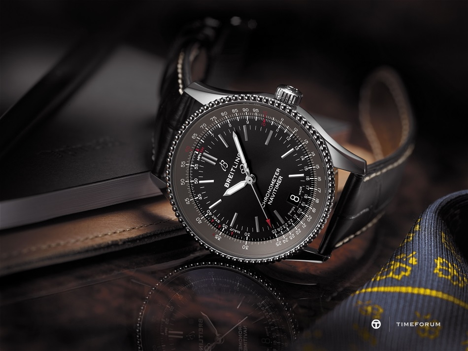 Navitimer_1_Automatic_38_with_black_dial_and_black_alligator_leather_strap_KOPIE.jpg