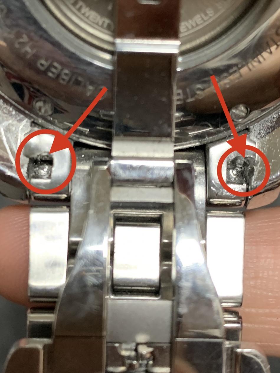 B8DB3368-BEB8-4E21-93BF-00247C4BBC4E.jpeg : 시계방에서 줄갈이하다 시계가 훼손됐어요.