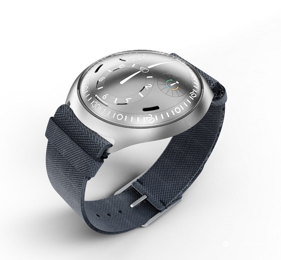 Ressence Type 2 e-Crown Concept 5.jpg
