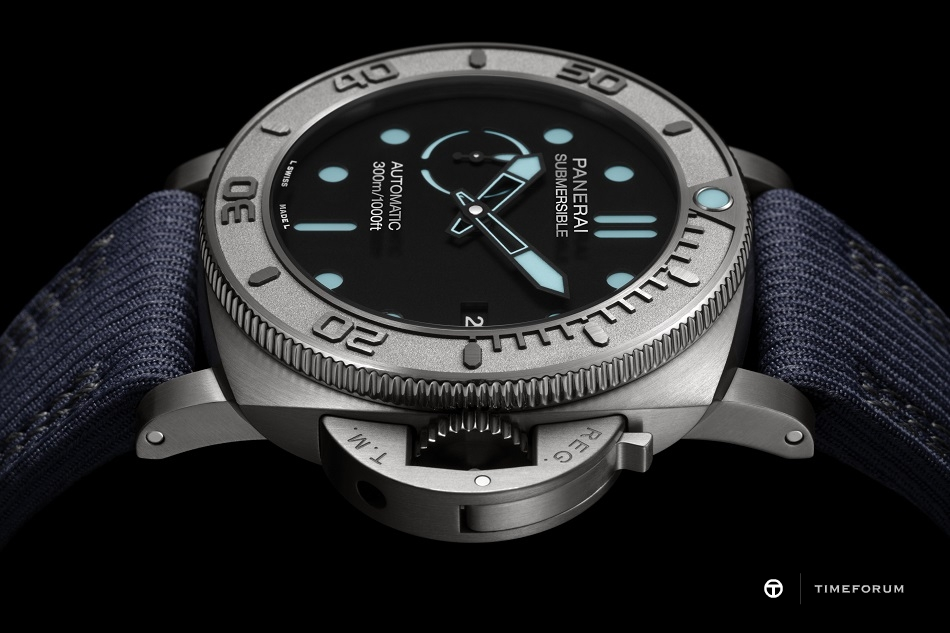 PANERAI_SUBMERSIBLE_MIKE_HORN_EDITION_PAM00985_4.jpg